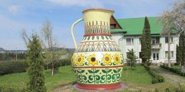 На Косівщині реставрували чотириметровий глиняний глечик. ФОТО