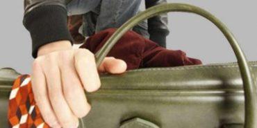 Поліція затримала на Коломийщині крадія, який поцупив у жінки сумку з грошима
