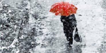 На Прикарпаття йдуть дощі з мокрим снігом та морози