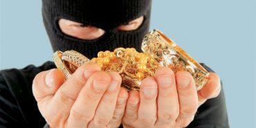 Грабіжники, які викрали на Прикарпатті 12 кілограмів золота, намагалися спалити своє авто