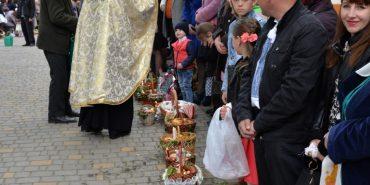 У храмах Коломиї почали освячувати великодні кошики. ФОТОРЕПОРТАЖ