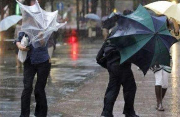 Дощі та сильний вітер: на Франківщині оголосили штормове попередження