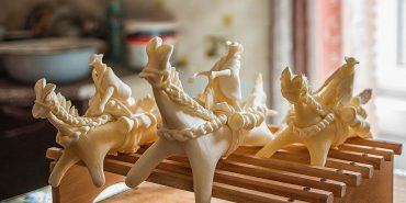 Як на Гуцульщині народжуються сирні коники і паски. ФОТО