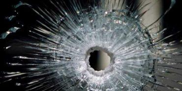 На Коломийщині через дівчину невідомі обстріляли автомобіль. ВІДЕО