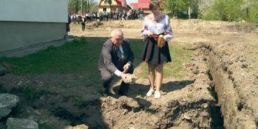 Учні трьох сіл навчатимуться у новій школі, будівництво якої розпочали на Коломийщині