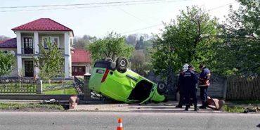 У Снятині перекинулося авто: загинула жінка-водій. ФОТО