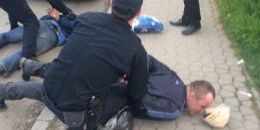 """Поки поліцейські прочісували територію, шукаючи вбивць, """"труп"""" пішов додому. ФОТО"""