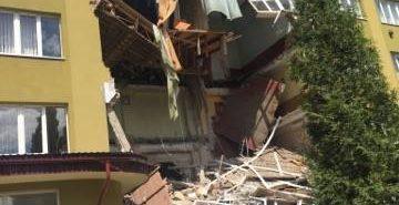 Під час обвалу частини будівлі коледжу у Коломиї ніхто не постраждав. ФОТО