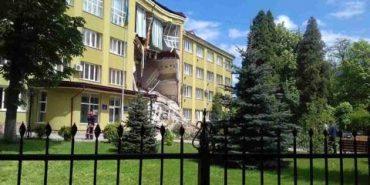 У Коломиї обвалилася частина будівлі економіко-правового коледжу. ФОТО