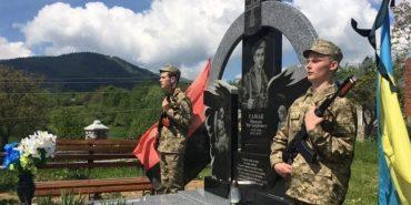 """На Косівщині відкрили пам'ятник """"кіборгу"""" Миколі Самаку, який героїчно загинув у Донецькому аеропорту"""