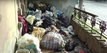 На Прикарпатті сім'я перетворила власне помешкання на сміттєзвалище: сусіди скаржаться на сморід та щурів
