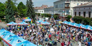 Перед ратушею у Коломиї відбулося яскраве Свято морозива. ФОТОРЕПОРТАЖ