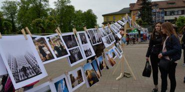 Перед Музеєм писанки у Коломиї представили 300 фоторобіт Андрія Коника. ФОТО+ВІДЕО