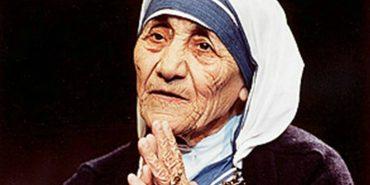 Франківці та гості міста прийшли вклонитись мощам Матері Терези. ФОТО