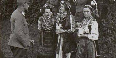 У мережу виклали фото дівчат з Прикарпаття, зроблене 100 років тому. ФОТО