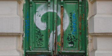 Реставрація старовинних дверей у Коломиї: а кому воно треба?