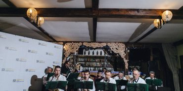 На благодійній вечірці у Коломиї збирали гроші для багатодітної сім'ї учасника АТО. ФОТО