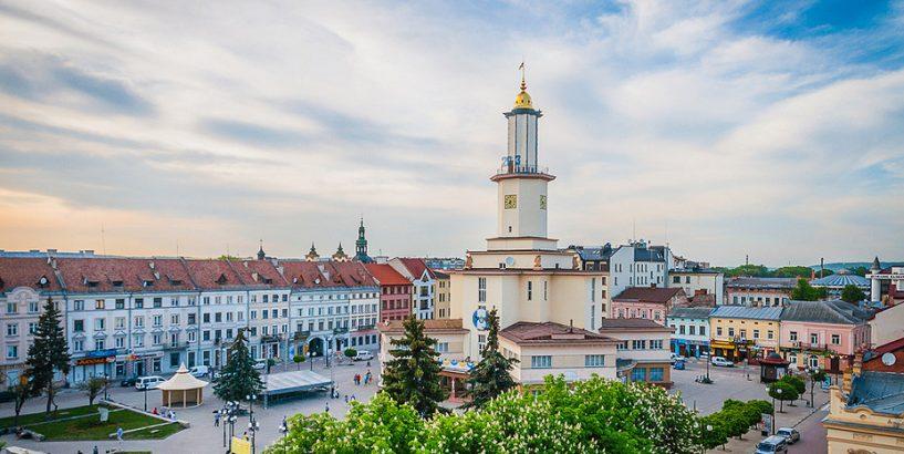 Вчителі Івано-Франківська написали нову пісню про місто