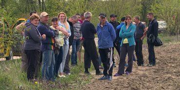 На Коломийщині селяни блокують роботу техніки на полі. ВІДЕО