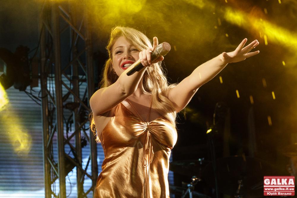 В Інтернеті з'явилося відео одного із перших виступів франківчанки Тіни Кароль