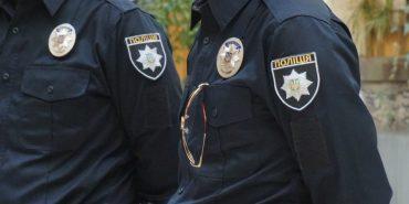 На Прикарпатті 10-річний хлопчик викликав поліцію на незнайомку, яка облаяла його на майданчику