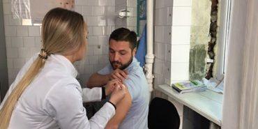 Працівники Управління освіти Коломийської міської ради вакцинувалися проти дифтерії і правця. ФОТО