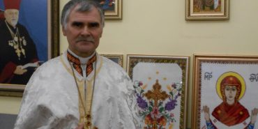 Прикарпатський священик представив колекцію вишитих ікон. ФОТО