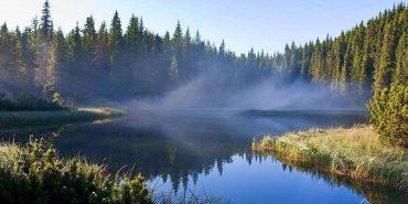 Озеро на Прикарпатті увійшло в ТОП-7 наймальовничіших озер України. ФОТО