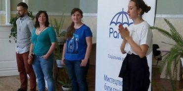 """Як реагувати на рак та онкохворих: на Прикарпатті презентували соціальний арт-проект """"Parasol"""""""