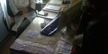 На Прикарпатті спіймали на хабарі у 2600 гривень заступника головного лікаря. ФОТО