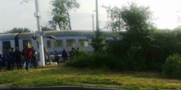 """На ходу загорівся потяг """"Чернівці-Коломия"""": пасажири вистрибували з вікон. ФОТО"""