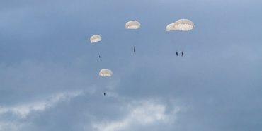 Відтепер у Коломиї можна здійснити стрибок з парашутом. ВІДЕО