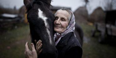 Світлина української бабусі підкорила журі міжнародного конкурсу