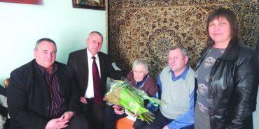Завдяки меду дідусь з Прикарпаття дожив до 104 років