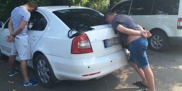 Прикарпатця, якому суд обмежив право виїзду з України, за 2,5 тис. євро намагалися переправити  за кордон. ФОТО