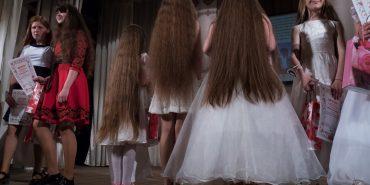 Більше метра. У Коломиї обрали дівчат з найдовшими косами. ФОТО