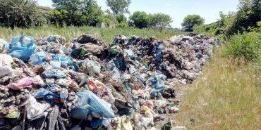 На Прикарпатті знову вивантажили львівське сміття. ФОТО