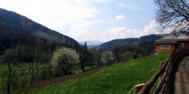 """Як виглядає останнє село """"з цивілізацією"""" у Карпатах. ФОТО"""
