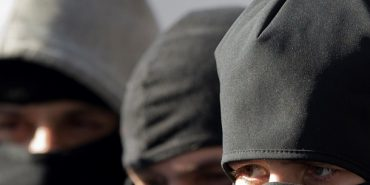 Четверо невідомих у масках побили та пограбували подружжя на Прикарпатті
