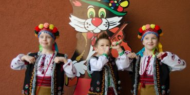 """Кіт Ґудзик скликав юних артистів та умільців на фестиваль """"Коломийські мініатюри"""". ФОТО"""