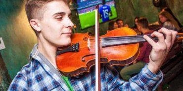 Коломиянин Богдан Дмитрик планує підкорити світові сцени і стати видатним скрипалем