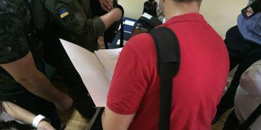 На Прикарпатті на хабарі спіймали командира патрульної роти військової частини Нацгвардії: деталі затримання. ВІДЕО