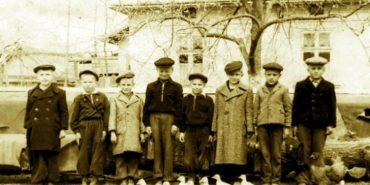 Від початку минулого століття до наших днів: родинний фотоальбом селища на Коломийщині зібрав понад три тисячі світлин