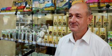 Як підприємець з Коломийщини заробляє за літо десятки тисяч гривень на травах. ВІДЕО