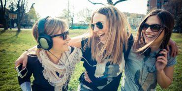 Науковці довели, що друзі, а не родичі, роблять людей щасливішими