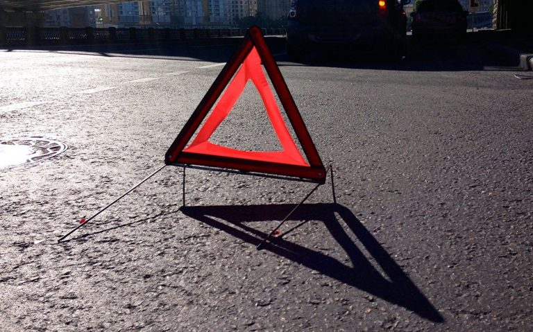 Смертельна ДТП на Прикарпатті: автомобіль наїхав на пішохода