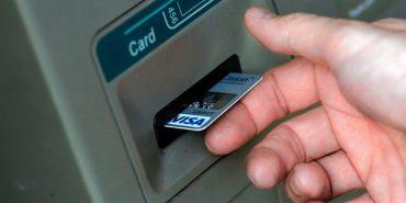 Шахраї зняли з банківської картки прикарпатця 15 тисяч гривень