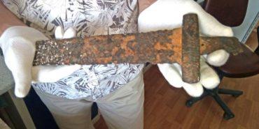 Знайдений на Прикарпатті меч Х століття передали на реставрацію. ФОТО
