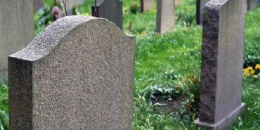 На Франківщині на 11-річного хлопчика впала надгробна плита: дитина загинула на місці