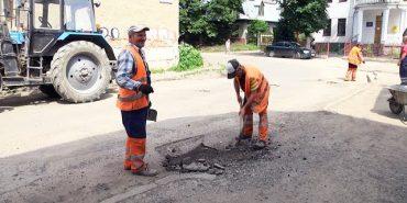 У Коломиї ремонтують дороги на вулицях Валовій та Шухевича. ВІДЕО
